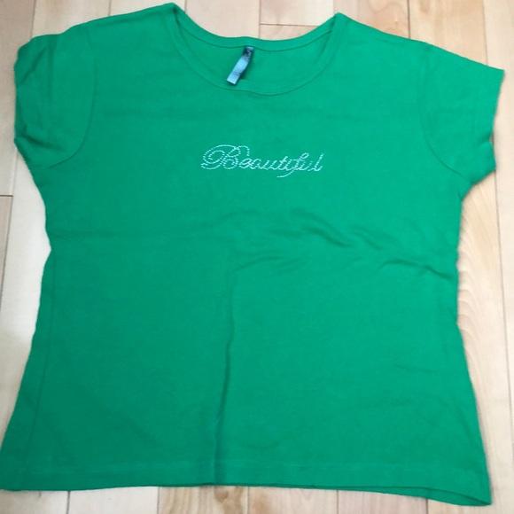 Beautiful green t-shirt!!